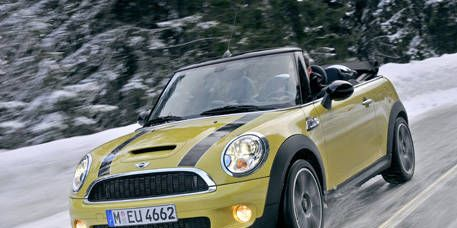 Automotive design, Vehicle, Yellow, Land vehicle, Hood, Car, Automotive lighting, Headlamp, Photograph, Grille,