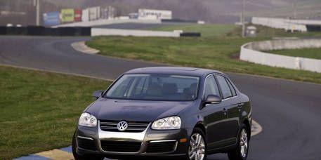 Motor vehicle, Automotive mirror, Mode of transport, Road, Automotive design, Daytime, Vehicle, Transport, Hood, Land vehicle,