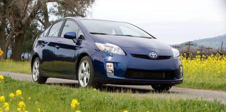 Motor vehicle, Tire, Wheel, Automotive design, Daytime, Vehicle, Plant, Land vehicle, Transport, Automotive mirror,