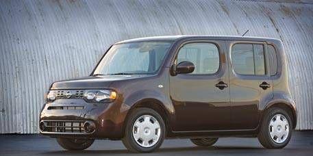 Tire, Motor vehicle, Wheel, Mode of transport, Automotive mirror, Vehicle, Product, Automotive tire, Transport, Automotive design,