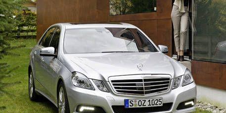 Motor vehicle, Mode of transport, Automotive design, Vehicle, Land vehicle, Automotive mirror, Hood, Automotive lighting, Grille, Headlamp,