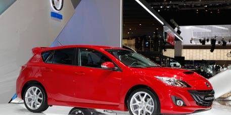 Motor vehicle, Mode of transport, Automotive design, Transport, Vehicle, Automotive mirror, Car, Automotive lighting, Automotive wheel system, Fender,