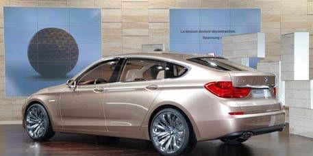Tire, Wheel, Mode of transport, Automotive design, Alloy wheel, Vehicle, Rim, Automotive tire, Automotive tail & brake light, Car,