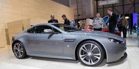 Tire, Wheel, Automotive design, Mode of transport, Vehicle, Alloy wheel, Rim, Land vehicle, Performance car, Spoke,