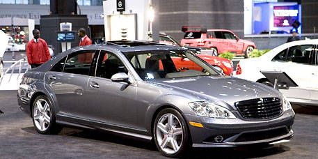 Wheel, Tire, Mode of transport, Vehicle, Land vehicle, Car, Automotive design, Alloy wheel, Full-size car, Headlamp,