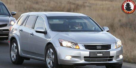 Motor vehicle, Automotive mirror, Tire, Wheel, Mode of transport, Vehicle, Transport, Product, Glass, Land vehicle,
