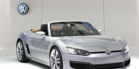 Motor vehicle, Tire, Wheel, Automotive mirror, Mode of transport, Automotive design, Vehicle, Automotive exterior, Transport, Hood,