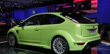Tire, Motor vehicle, Wheel, Automotive design, Vehicle, Automotive tire, Alloy wheel, Land vehicle, Rim, Car,