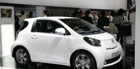 Motor vehicle, Wheel, Tire, Automotive design, Vehicle, Car, Alloy wheel, Automotive wheel system, Fender, Rim,