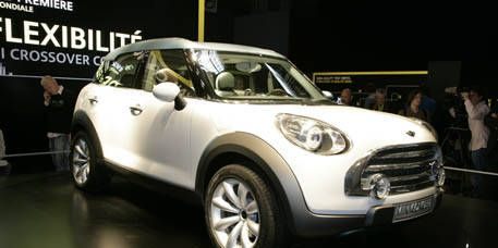 Motor vehicle, Tire, Wheel, Automotive design, Product, Mode of transport, Vehicle, Automotive mirror, Automotive lighting, Land vehicle,