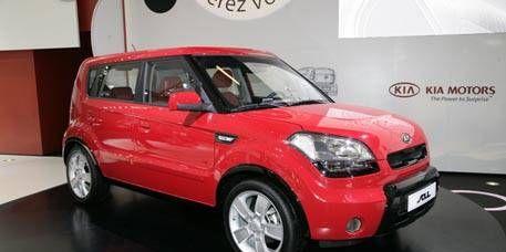 Tire, Motor vehicle, Wheel, Automotive mirror, Automotive design, Vehicle, Product, Land vehicle, Automotive lighting, Car,