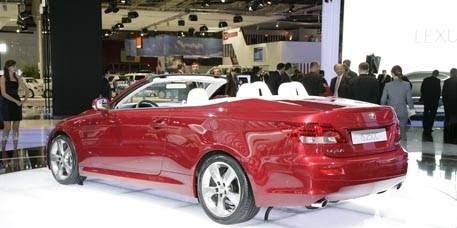 Automotive design, Vehicle, Car, Personal luxury car, Luxury vehicle, Automotive tail & brake light, Automotive mirror, Alloy wheel, Convertible, Bumper,