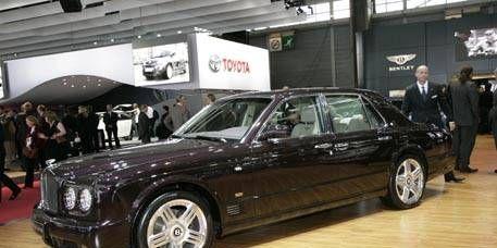 Tire, Wheel, Vehicle, Land vehicle, Car, Rim, Alloy wheel, Luxury vehicle, Personal luxury car, Automotive tire,