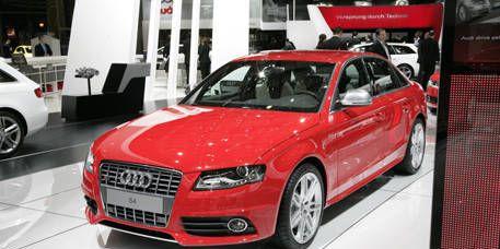 Tire, Motor vehicle, Wheel, Automotive design, Land vehicle, Vehicle, Event, Grille, Automotive mirror, Car,