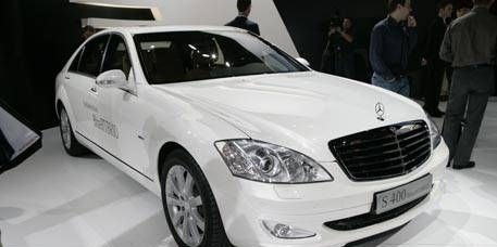 Tire, Mode of transport, Automotive design, Vehicle, Land vehicle, Automotive lighting, Headlamp, Transport, Grille, Car,