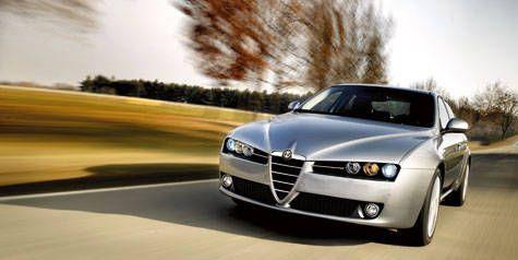 Motor vehicle, Tire, Automotive mirror, Mode of transport, Automotive design, Road, Vehicle, Headlamp, Automotive parking light, Hood,