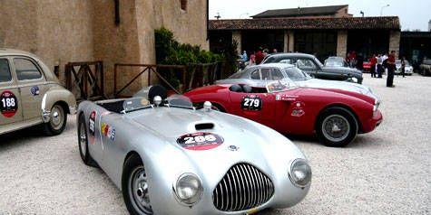 Tire, Wheel, Mode of transport, Land vehicle, Vehicle, Automotive design, Car, Photograph, Classic car, Fender,