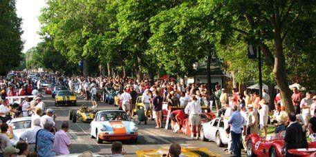 Vehicle, Land vehicle, Car, Classic car, Crowd, Motorsport, Performance car, Sports car, Antique car, Race car,