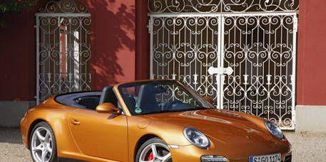 Tire, Wheel, Mode of transport, Automotive design, Vehicle, Transport, Land vehicle, Rim, Car, Alloy wheel,
