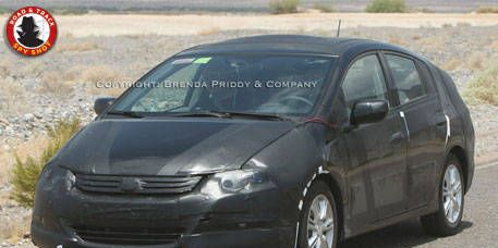 Tire, Wheel, Motor vehicle, Automotive mirror, Mode of transport, Vehicle, Product, Transport, Land vehicle, Car,