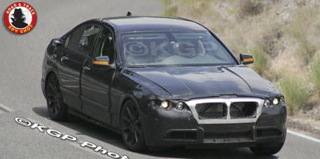 Tire, Mode of transport, Vehicle, Automotive mirror, Land vehicle, Automotive design, Hood, Car, Road, Alloy wheel,
