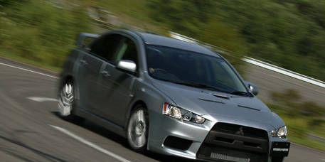 Tire, Automotive mirror, Wheel, Mode of transport, Road, Automotive design, Daytime, Vehicle, Transport, Land vehicle,