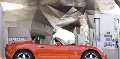 Tire, Wheel, Motor vehicle, Mode of transport, Automotive design, Vehicle, Automotive tire, Alloy wheel, Rim, Automotive exterior,