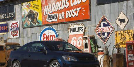 Tire, Motor vehicle, Wheel, Alloy wheel, Vehicle, Land vehicle, Automotive tire, Rim, Automotive parking light, Spoke,