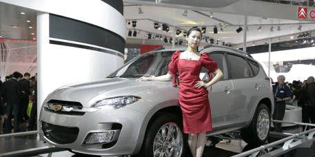 Tire, Motor vehicle, Wheel, Automotive design, Product, Vehicle, Alloy wheel, Automotive tire, Land vehicle, Event,