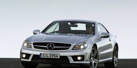 Tire, Mode of transport, Automotive design, Vehicle, Hood, Automotive mirror, Land vehicle, Automotive exterior, Headlamp, Transport,