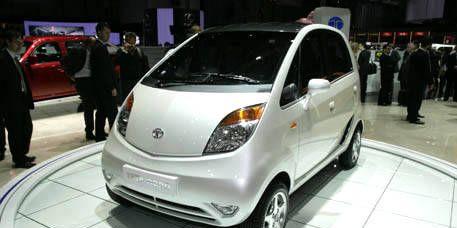 Clothing, Motor vehicle, Mode of transport, Automotive mirror, Automotive design, Vehicle, Transport, Product, Land vehicle, Event,