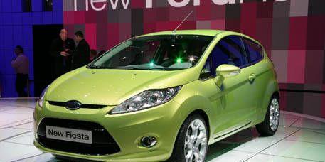 Tire, Motor vehicle, Wheel, Automotive mirror, Mode of transport, Automotive design, Vehicle, Transport, Yellow, Land vehicle,