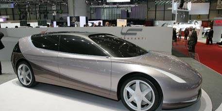Tire, Wheel, Motor vehicle, Mode of transport, Automotive design, Transport, Vehicle, Automotive mirror, Automotive wheel system, Car,