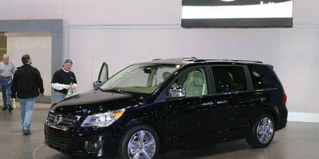 Motor vehicle, Tire, Wheel, Vehicle, Automotive design, Land vehicle, Transport, Car, Rim, Automotive tire,