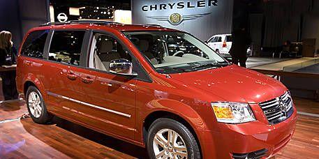Tire, Wheel, Motor vehicle, Vehicle, Transport, Land vehicle, Automotive tire, Car, Automotive mirror, Rim,