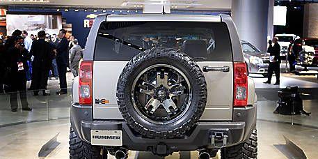 Tire, Wheel, Motor vehicle, Automotive tire, Automotive design, Automotive exterior, Vehicle, Land vehicle, Automotive wheel system, Rim,