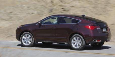 Tire, Wheel, Mode of transport, Vehicle, Car, Alloy wheel, Rim, Mid-size car, Automotive tire, Sedan,