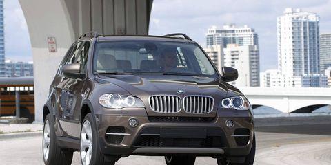 Tire, Motor vehicle, Automotive design, Automotive tire, Automotive mirror, Vehicle, Automotive lighting, Headlamp, Land vehicle, Automotive exterior,