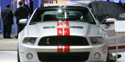 Motor vehicle, Automotive design, Vehicle, Hood, Headlamp, Automotive lighting, Grille, Automotive exterior, Car, Automotive fog light,