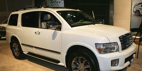 Tire, Wheel, Motor vehicle, Automotive tire, Vehicle, Automotive design, Land vehicle, Rim, Alloy wheel, Automotive lighting,
