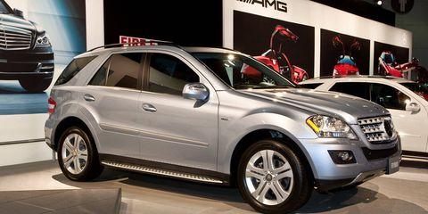 Tire, Wheel, Automotive design, Vehicle, Land vehicle, Automotive tire, Alloy wheel, Car, Rim, Grille,