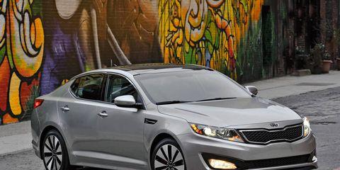 Wheel, Mode of transport, Daytime, Vehicle, Glass, Headlamp, Automotive lighting, Car, Grille, Mid-size car,