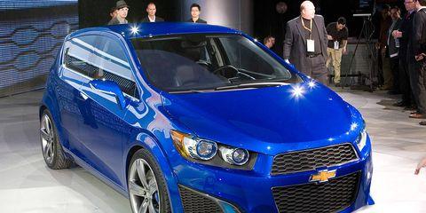 Motor vehicle, Automotive design, Daytime, Vehicle, Car, Rim, Automotive lighting, Alloy wheel, Electric blue, Majorelle blue,