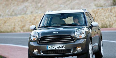Tire, Automotive design, Road, Vehicle, Land vehicle, Infrastructure, Grille, Car, Road surface, Asphalt,