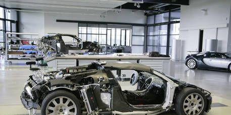 Wheel, Automotive design, Mode of transport, Vehicle, Rim, Car, Alloy wheel, Fender, Personal luxury car, Automotive wheel system,