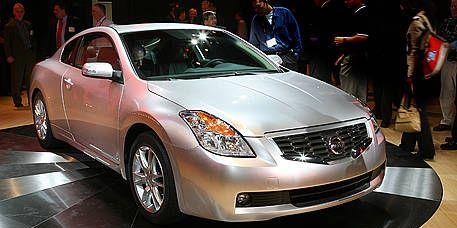 Vehicle, Automotive design, Event, Land vehicle, Car, Automotive lighting, Glass, Fender, Mid-size car, Headlamp,