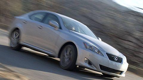 Tire, Wheel, Mode of transport, Automotive design, Vehicle, Automotive mirror, Land vehicle, Rim, Infrastructure, Car,