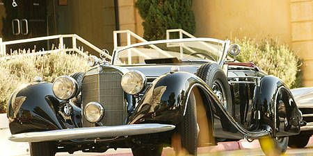 Tire, Motor vehicle, Mode of transport, Automotive design, Vehicle, Automotive lighting, Headlamp, Classic car, Car, Automotive parking light,