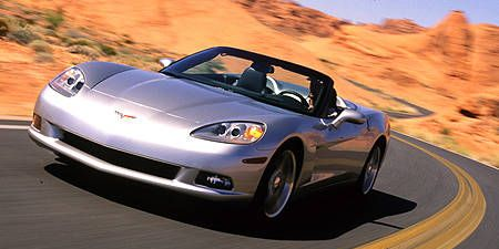 Tire, Wheel, Mode of transport, Automotive design, Vehicle, Land vehicle, Transport, Headlamp, Automotive parking light, Automotive lighting,