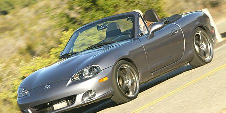 Tire, Wheel, Automotive design, Vehicle, Land vehicle, Hood, Rim, Car, Automotive mirror, Alloy wheel,